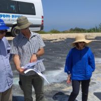 Dr. Harel and Professor Lirong Song in discussion